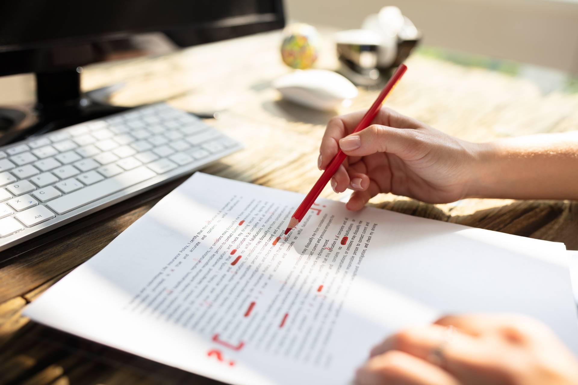 Lektoru dokumenata na hrvatskom i na stranom jeziku rade kvalificirani jezicni strucnjaci s dugogodisnjim iskustvom